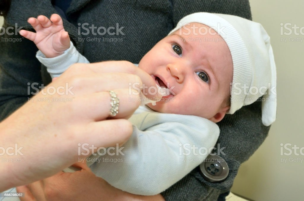 Imunização de vacina contra o rotavírus bebê recém-nascido - foto de acervo