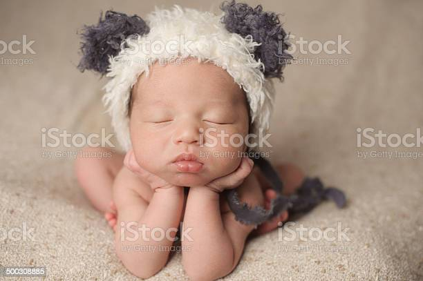 Newborn boy sleeping peacefully picture id500308885?b=1&k=6&m=500308885&s=612x612&h=vui0lhnmfskbkvamsm7tzzo5e4gdw yslfndmyamkua=
