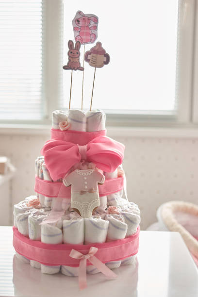 neugeborenen geschenk konzept. - windel partys stock-fotos und bilder