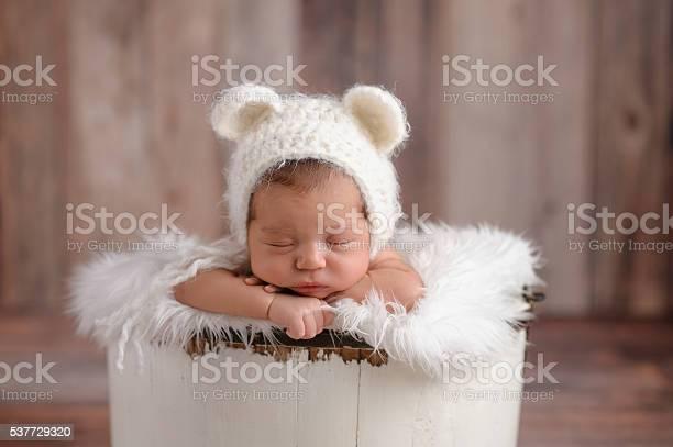 Newborn girl wearing a white bear hat picture id537729320?b=1&k=6&m=537729320&s=612x612&h=yb15mkqfrmns0gqop2mkw1 oqwpz avamibh9hisd0i=