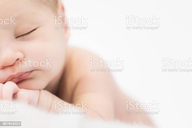 Newborn picture id857943324?b=1&k=6&m=857943324&s=612x612&h=uvqkzydi6e8pza1saoh055vejy6n8bw9qiocvcgh2y0=