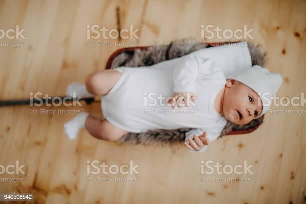 Newborn with hat picture id940508542?b=1&k=6&m=940508542&s=612x612&h=8gclxeqeeylmy68tq28stsy1dng9ftkkolmz5h6hpmo=