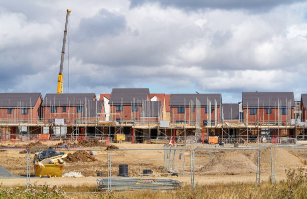 Newly built homes Newly built homes in a residential estate in England. housing development stock pictures, royalty-free photos & images