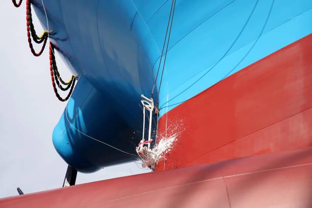 lanzamiento de la nave del astillero de nueva construcción - gran inauguración fotografías e imágenes de stock