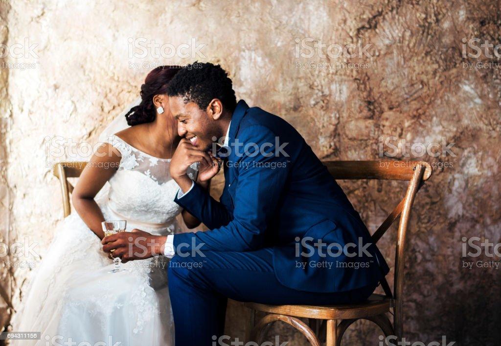 Frisch vermählte afrikanischer Abstammung paar Hochzeitsfeier – Foto