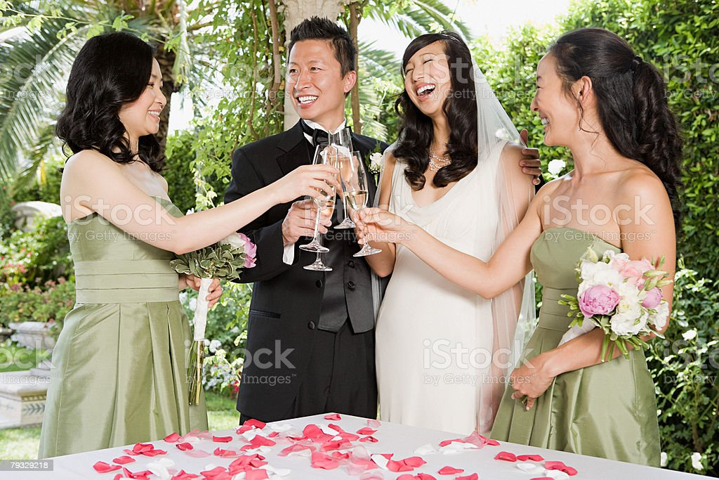 Newlyweds and bridesmaids royalty-free 스톡 사진