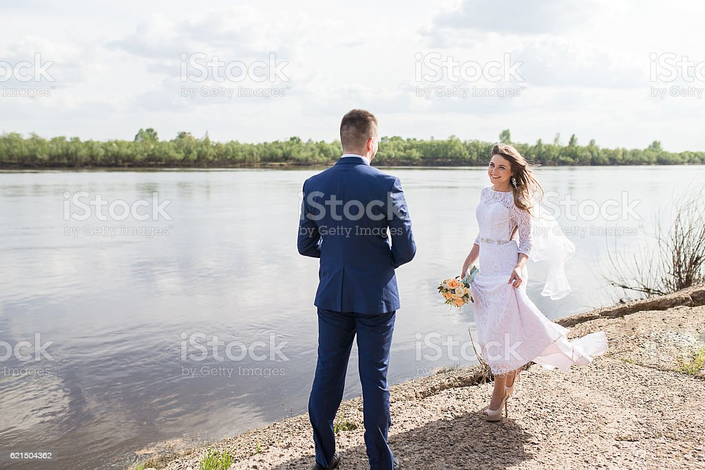 Newlyweds embraces outdoors. foto stock royalty-free