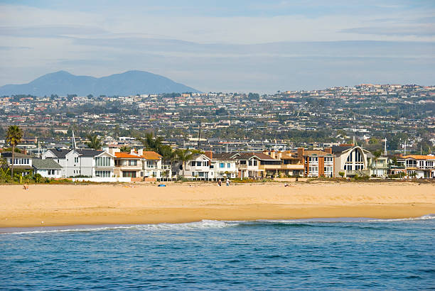 newport beach bietet - süd kalifornien stock-fotos und bilder