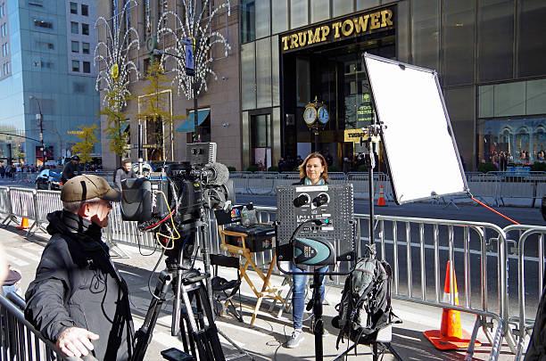 news crew set up for live broadcast at trump tower - donald trump us president стоковые фото и изображения