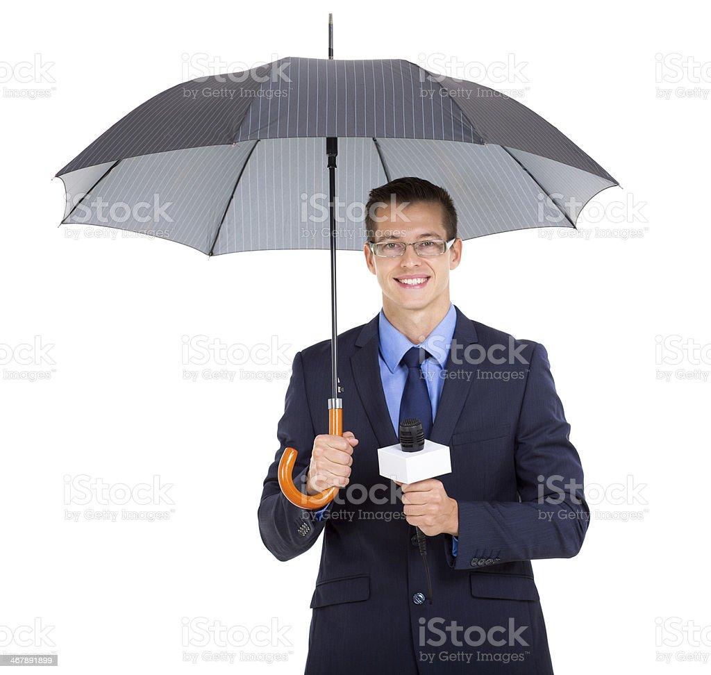 Notícias jornalista segurando um guarda-chuva - foto de acervo