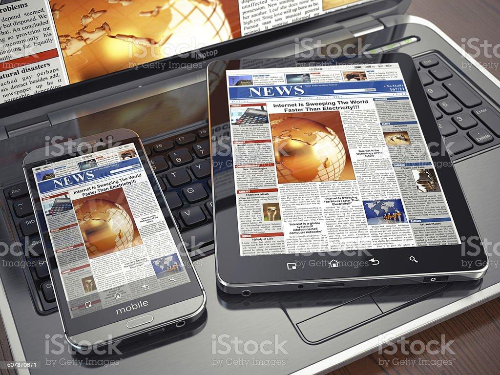 Noticias.  Concepto de medios de comunicación.  Ordenador portátil, tablet pc y smartphone - Foto de stock de Analizar libre de derechos