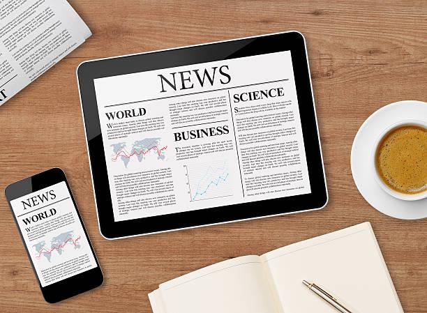 news-seite auf tablet und handy - www kaffee oder tee stock-fotos und bilder
