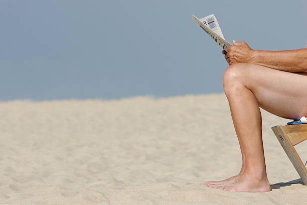 news - newspaper beach stockfoto's en -beelden