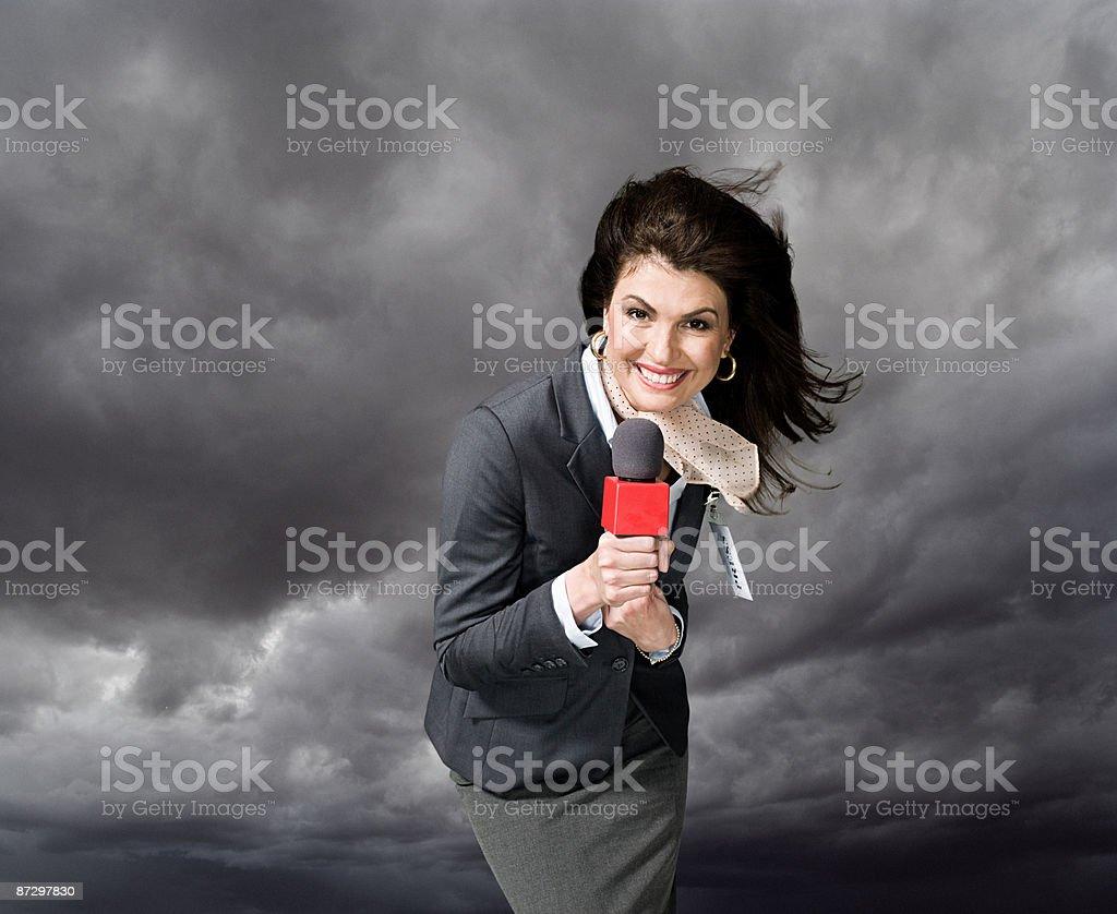 Tempestade Apresentador de notícias - foto de acervo