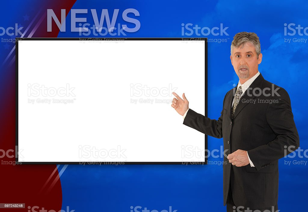 TV newscaster reporter reporting w blank screen - foto de acervo