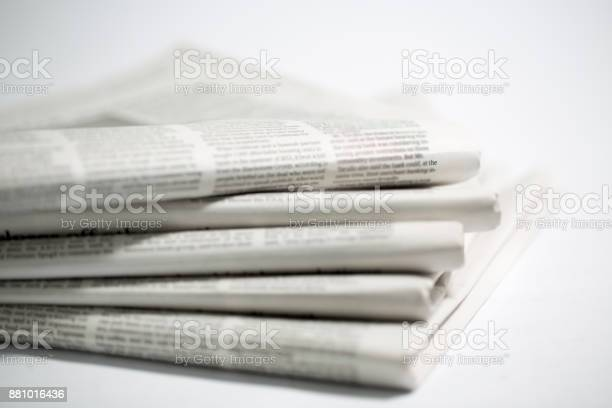 Tageszeitung Isoliert Auf Weißem Hintergrund Stockfoto und mehr Bilder von Computerausdruck