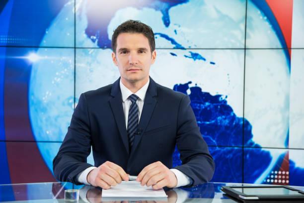 newsreader 、テレビスタジオ - ジャーナリスト ストックフォトと画像