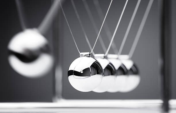 pendule de newton - impact photos et images de collection