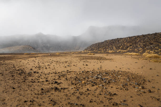 ngauruhoe volcano (2291mt), tongariro national park, north islan - extreme terrain stock photos and pictures