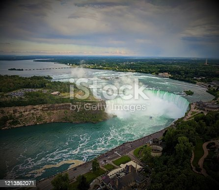 The falls with the highest flow in Canada is always a good destination of vacation!