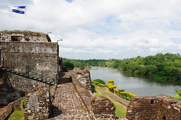 nicaragua, eine burg in el castillo - nicaragua stock-fotos und bilder