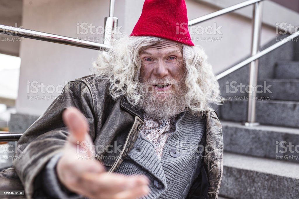Gentil homme âgé demander de l'aide - Photo de Adulte libre de droits