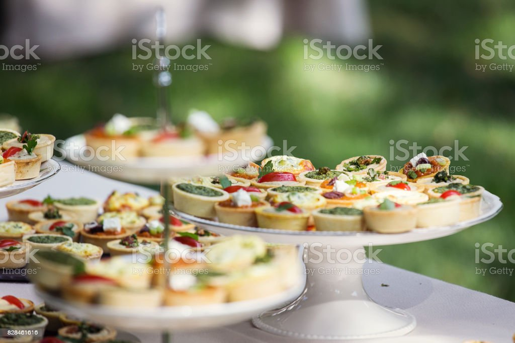 Nice aranjment with mini tarts catering for party - foto stock