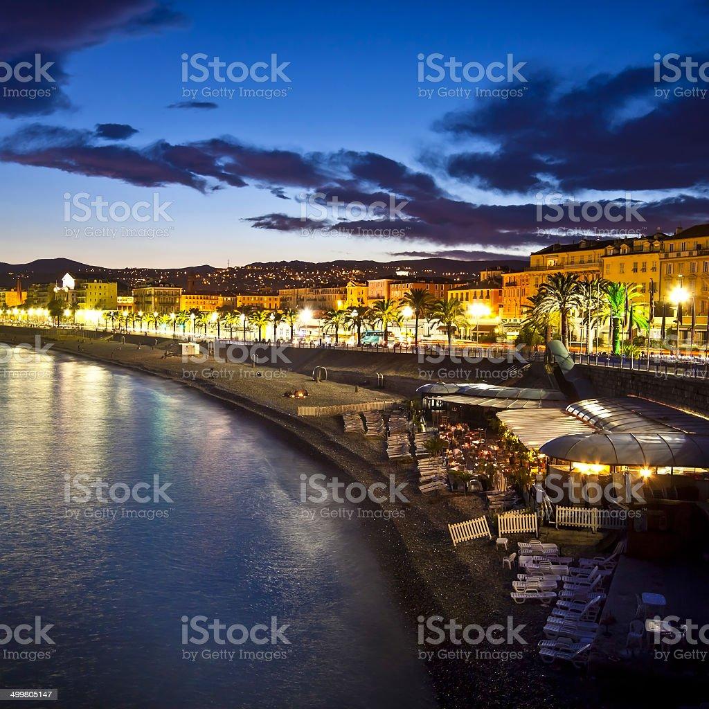 Nizza bei Nacht, Frankreich. – Foto