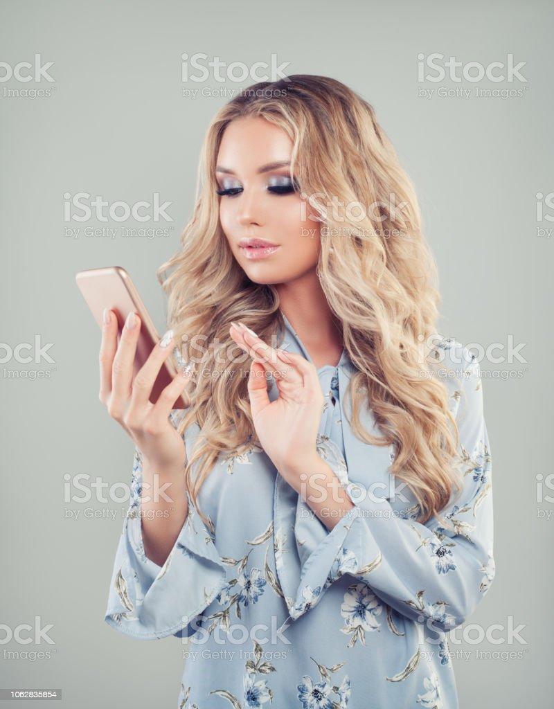 Hübsche mädchen blonde Hübsche blonde