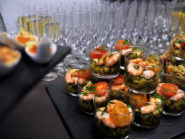 nizza-buffet - pökeln stock-fotos und bilder