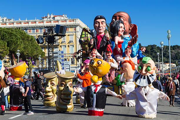 karneval in nizza, frankreich - nizza sehenswürdigkeiten stock-fotos und bilder