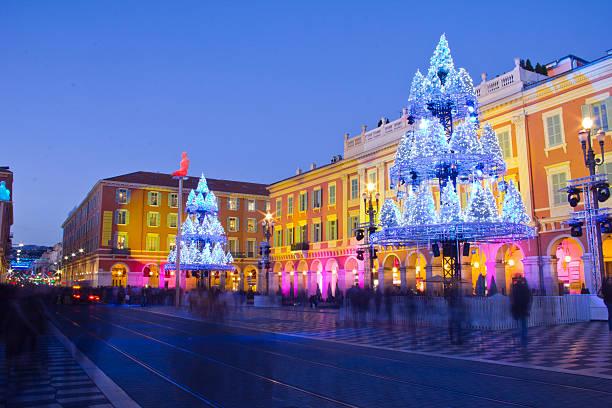 schön dekoriert zu weihnachten, frankreich - nizza sehenswürdigkeiten stock-fotos und bilder