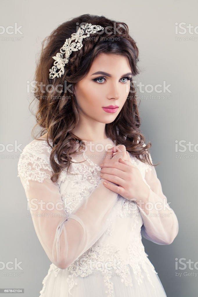 Schone Verlobte Madchen Modemodell Portrat Der Braut Im Weissen Kleid