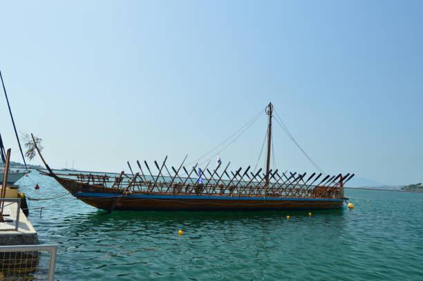 Schön legendären Schiff Argo basierend auf der griechischen Mythologie In den Hafen von Volos. Architektur Geschichte Reisen – Foto