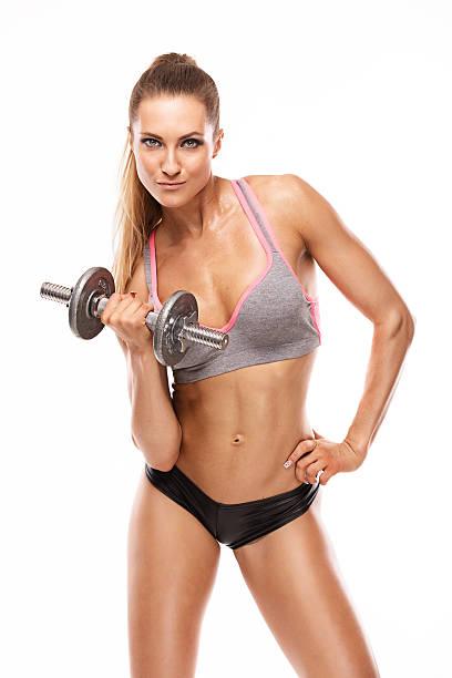belle femme sexy faire de l'exercice avec haltères - partie du corps photos et images de collection