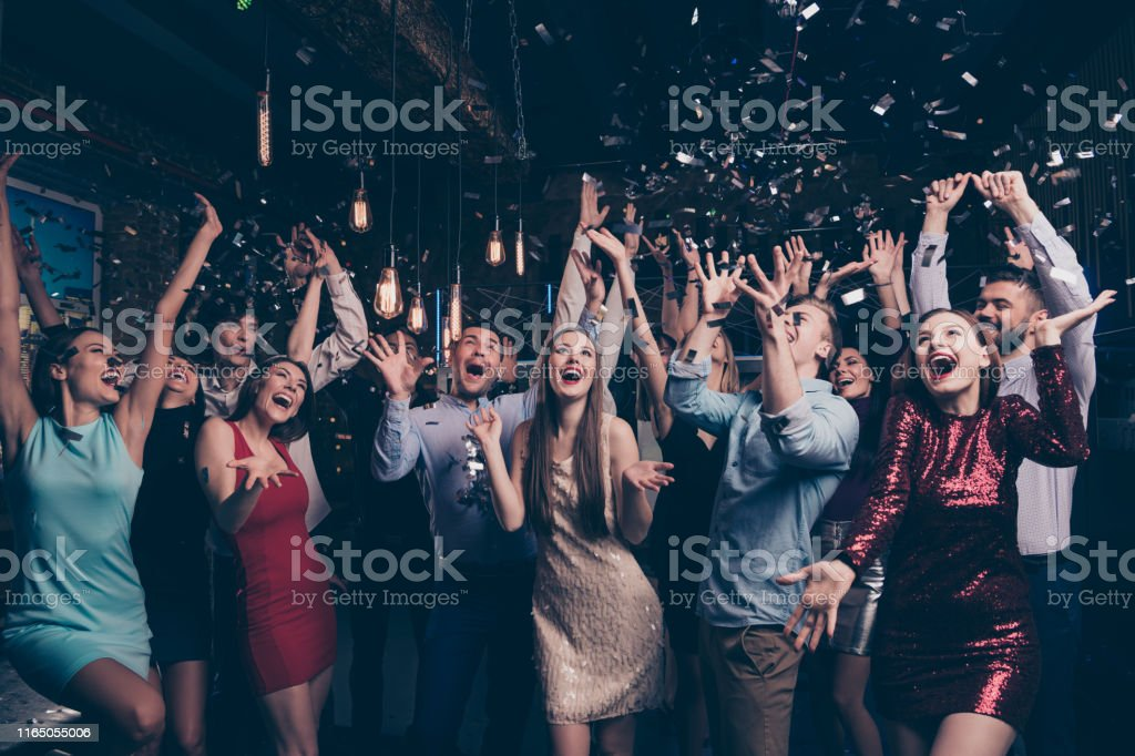 Nice-looking attractive gorgeous glamorous elegant stylish cheerful cheery positive girls and guys having fun bachelor graduate occasion in fashionable luxury place night-club indoors - Royalty-free Adulto Foto de stock