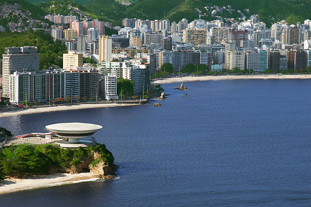 niemeyer's berühmte museum in niteroi city - mac stock-fotos und bilder
