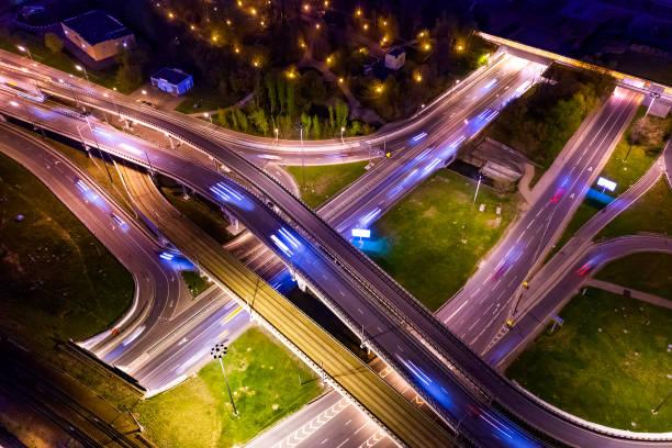 Nachtsicht auf eine Autobahnkreuzung Verkehrswege in der Nacht Moskau – Foto