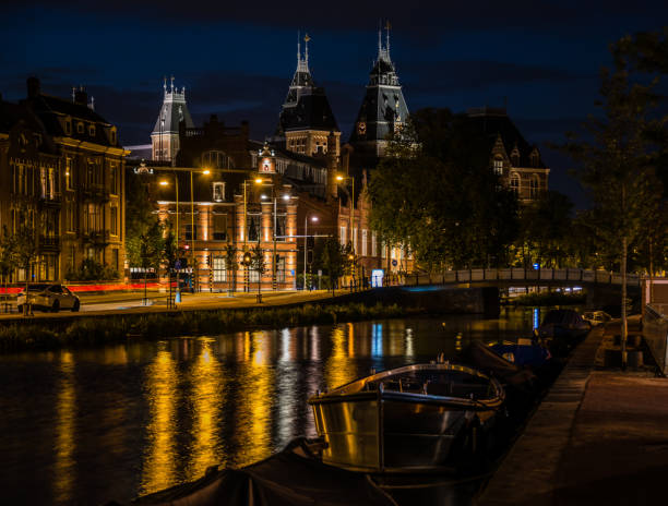 Night Along a Canal in Amsterdam Netherlands - foto stock