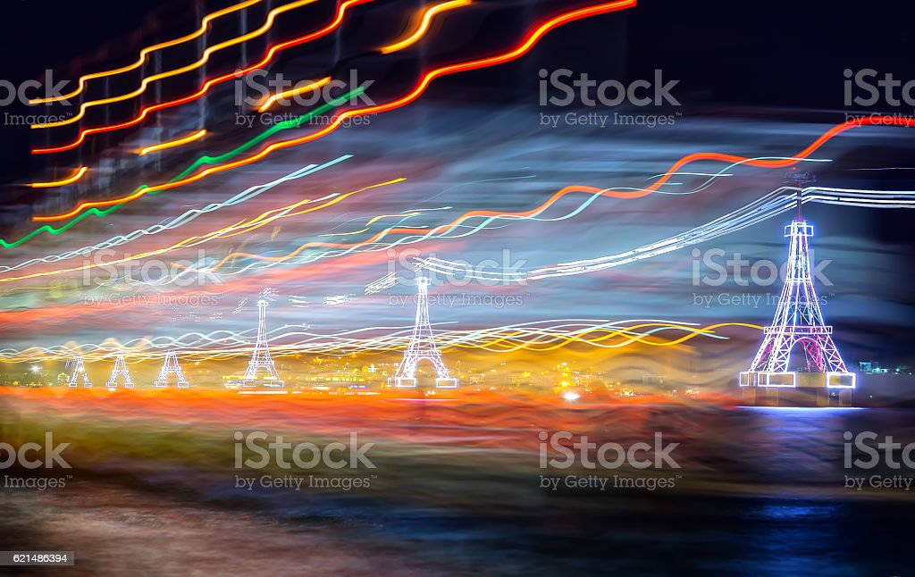 Night cable car over sea leading to Vinpearl land photo libre de droits