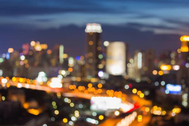 晚上市商業中心的市中心模糊散景光泰國曼谷圖像檔