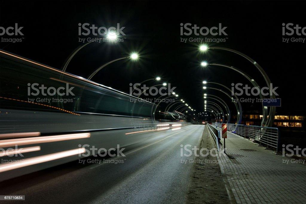 晚市攝影。夜晚的城市交通。 免版稅 stock photo