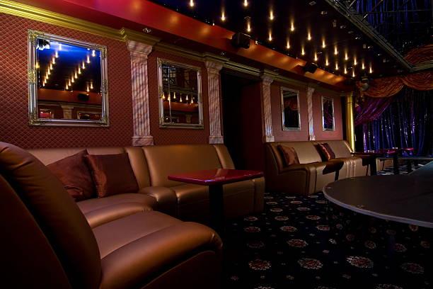 nacht club innen - club sofa stock-fotos und bilder