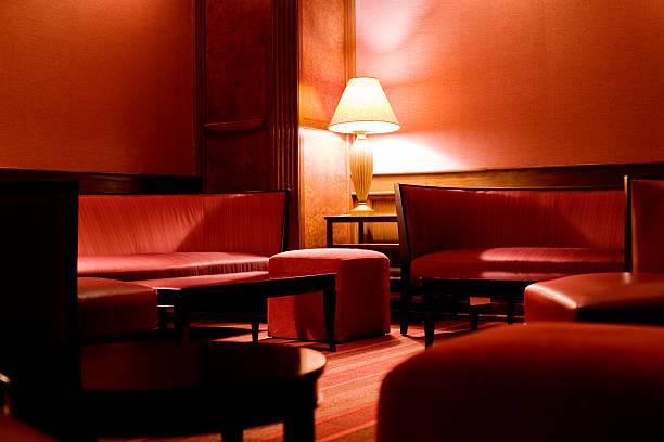 nacht club - club sofa stock-fotos und bilder