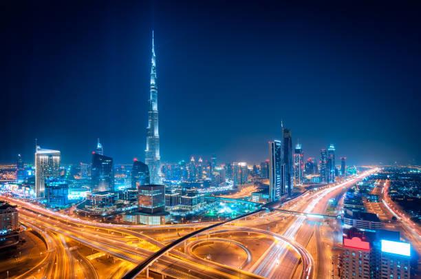 nacht downtown skyline von dubai, dubai, vereinigte arabische emirate - dubai stock-fotos und bilder