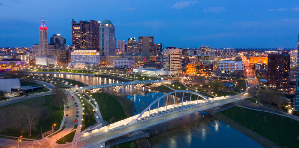 gece columbus ohio downtown urban core falls - columbus day stok fotoğraflar ve resimler