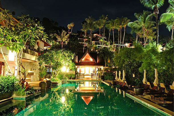 nacht-beleuchtung im luxushotel in phuket, thailand - ferienhaus thailand stock-fotos und bilder