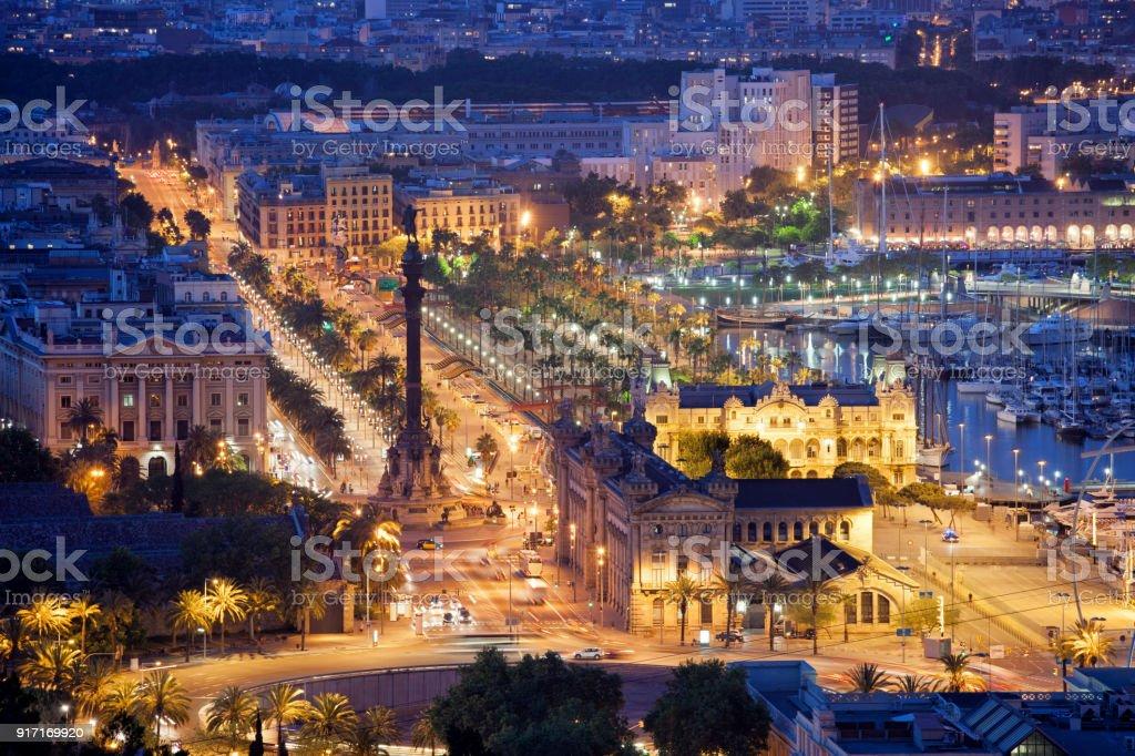 Noche en la ciudad de Barcelona - foto de stock