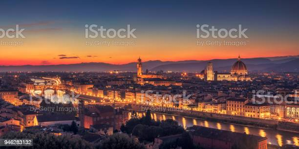 Night in florence tuscany picture id946283132?b=1&k=6&m=946283132&s=612x612&h=ddtrpjexgb2se6coy bszn6tkx hnenbalrtv ezncs=