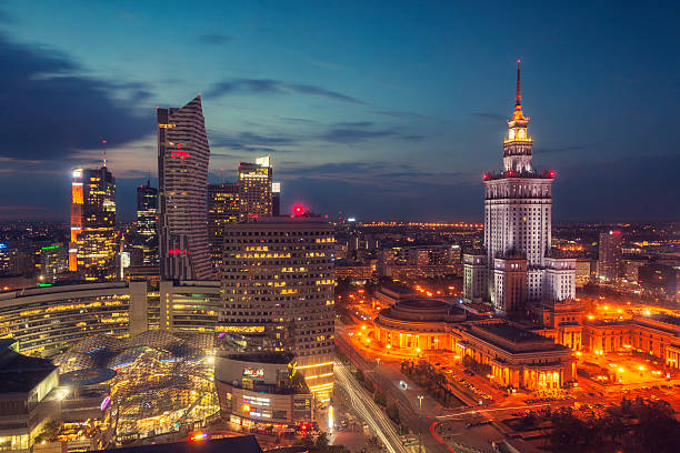 night in warsaw - pologne photos et images de collection